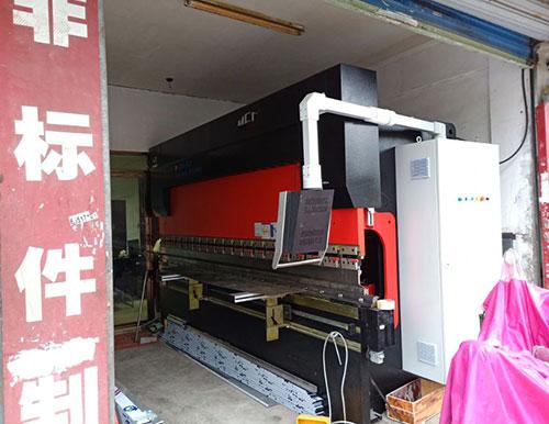 苏州客户130吨折弯机使用现场
