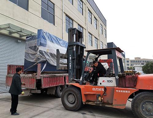 武汉客户100吨折弯机使用现场