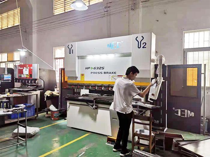南京广东中山钣金工厂63吨2500数控折弯机客户现场